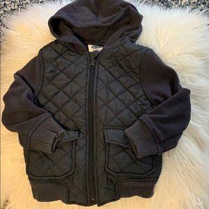 Zip up hoodie w front pockets